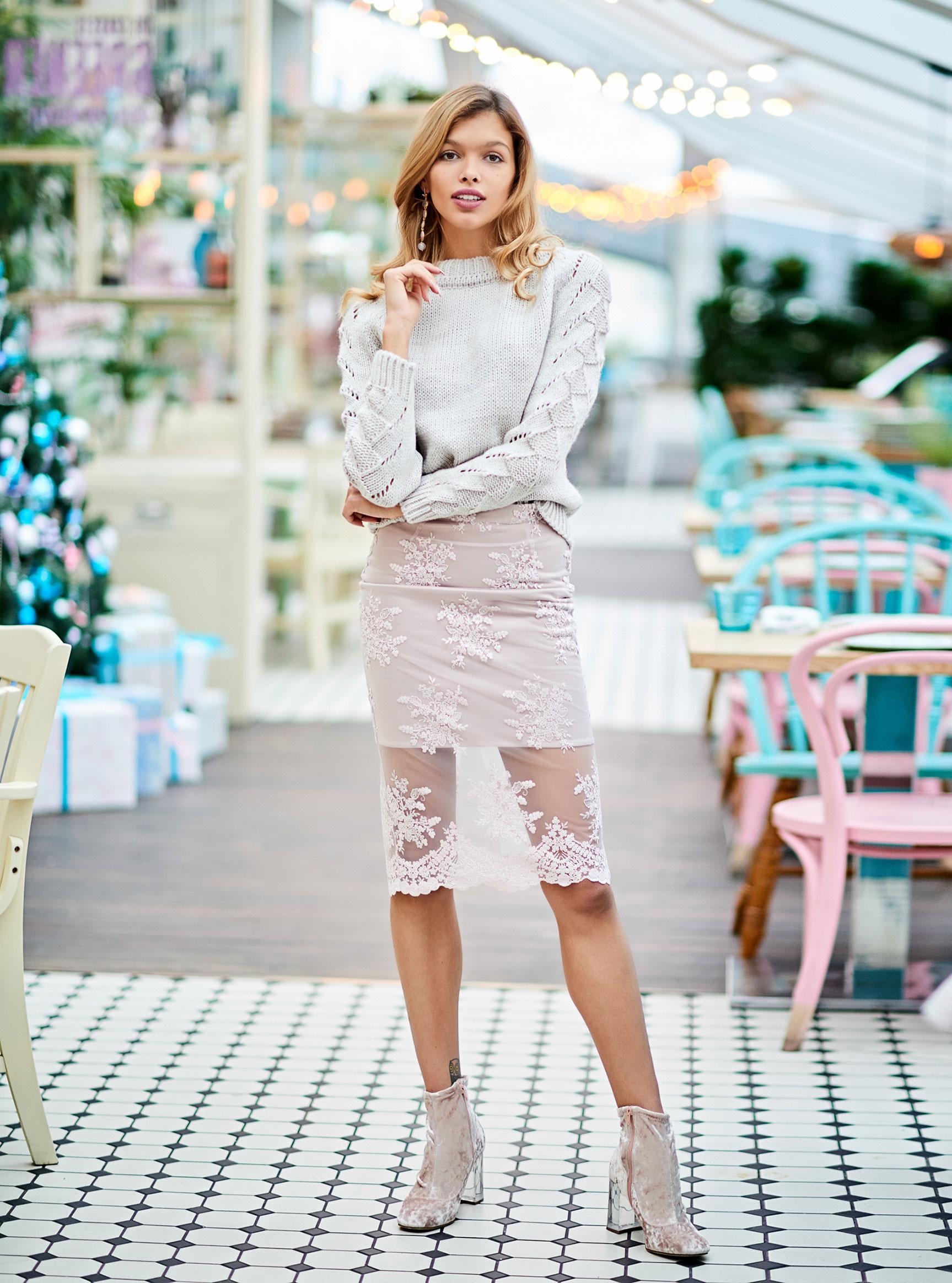 Анна Шорникова демонстрирует новогодние модели женской одежды модного бренда T-Skirt / фото 02