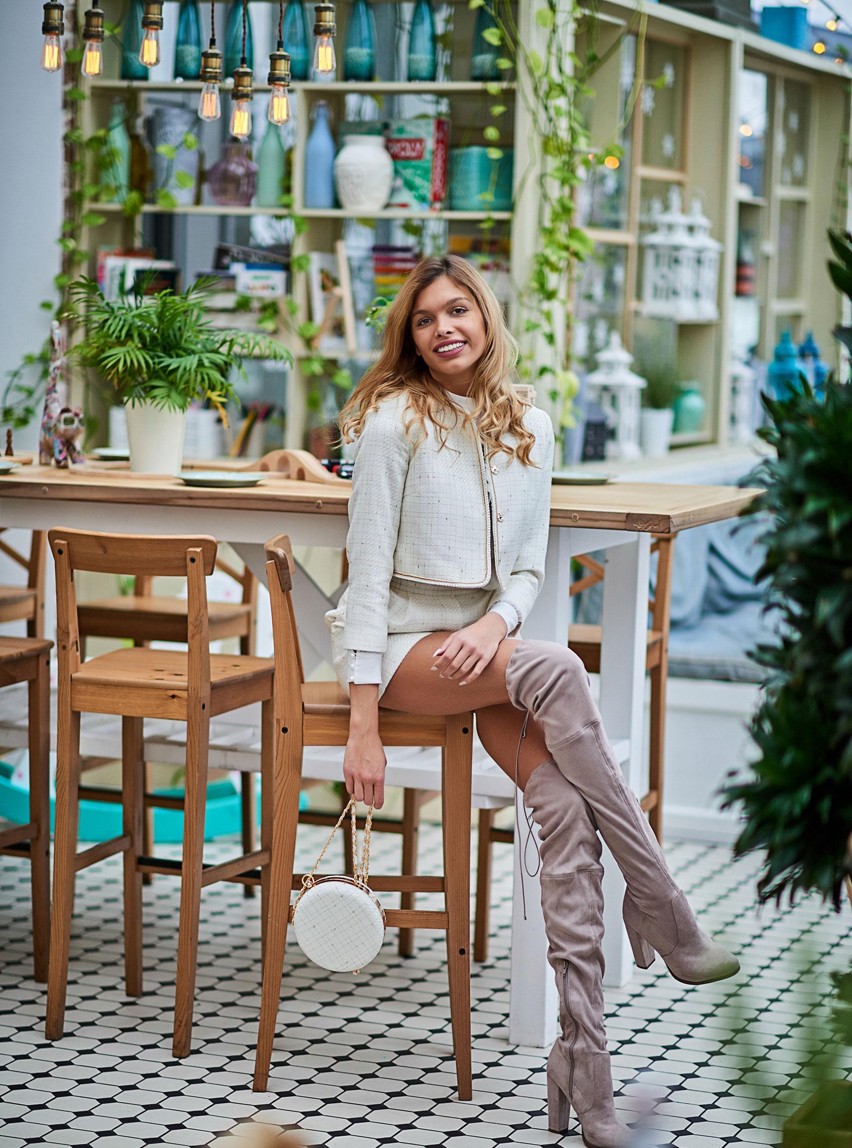 Анна Шорникова демонстрирует новогодние модели женской одежды модного бренда T-Skirt / фото 03