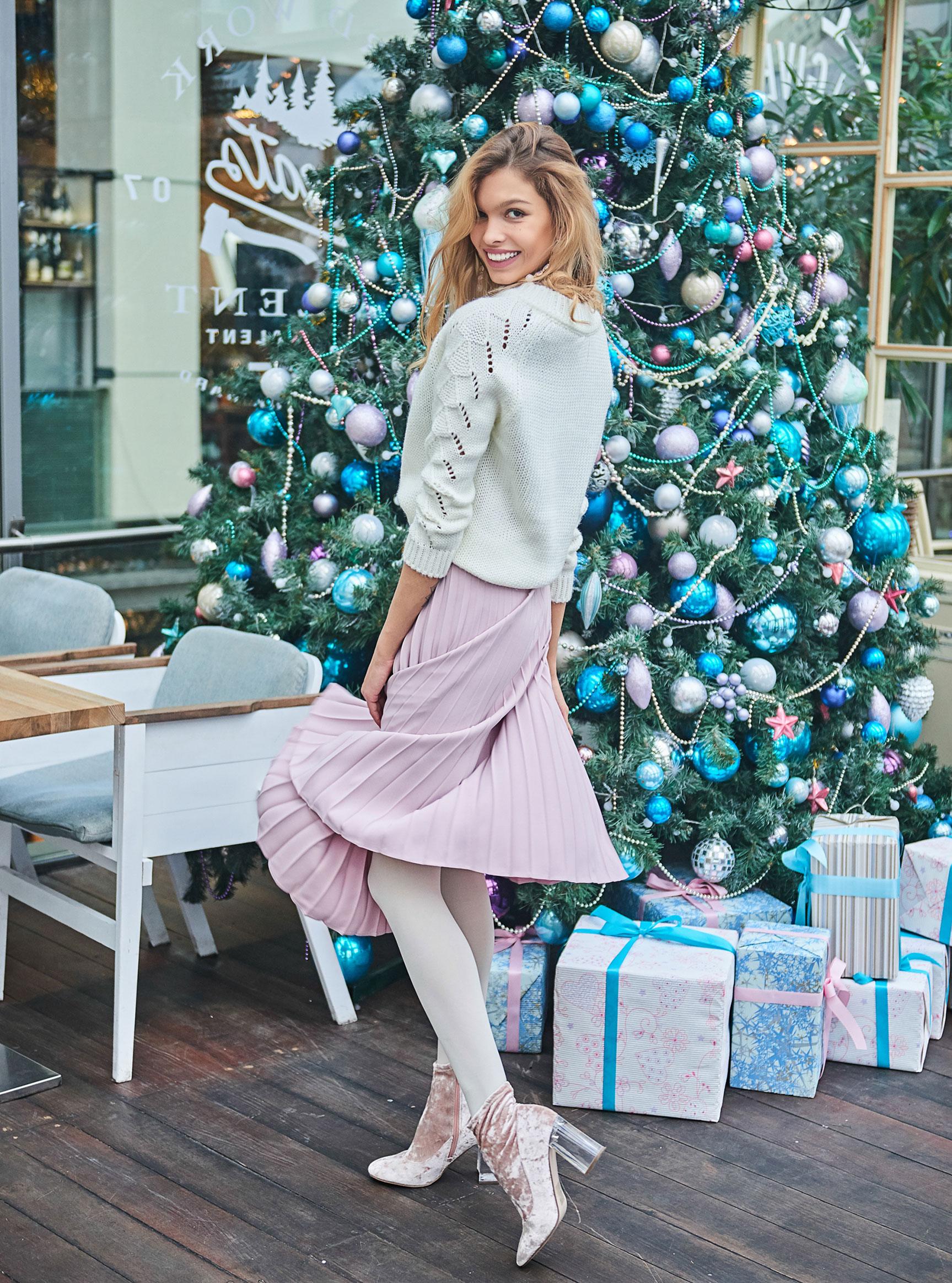 Анна Шорникова демонстрирует новогодние модели женской одежды модного бренда T-Skirt / фото 05