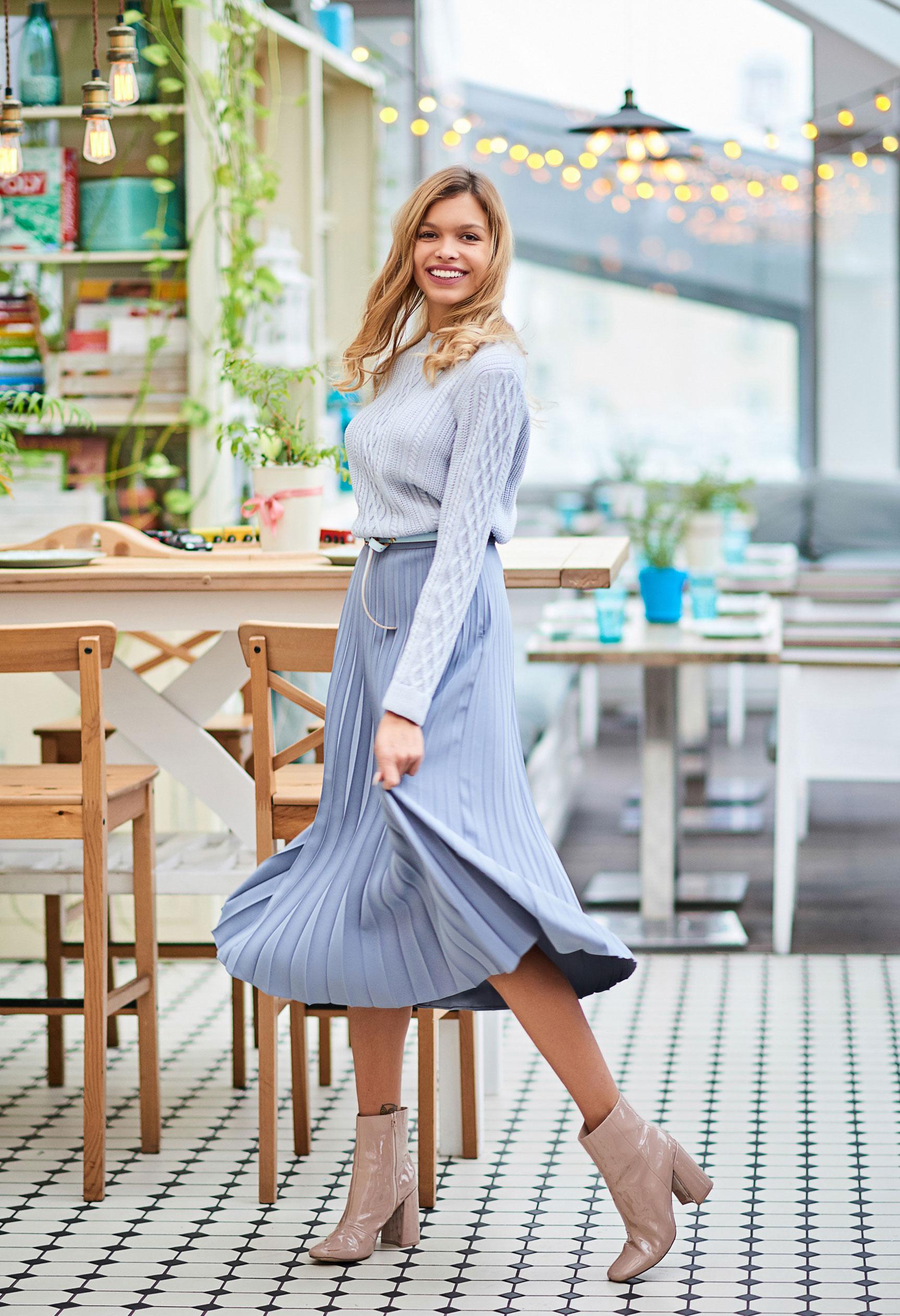 Анна Шорникова демонстрирует новогодние модели женской одежды модного бренда T-Skirt / фото 07