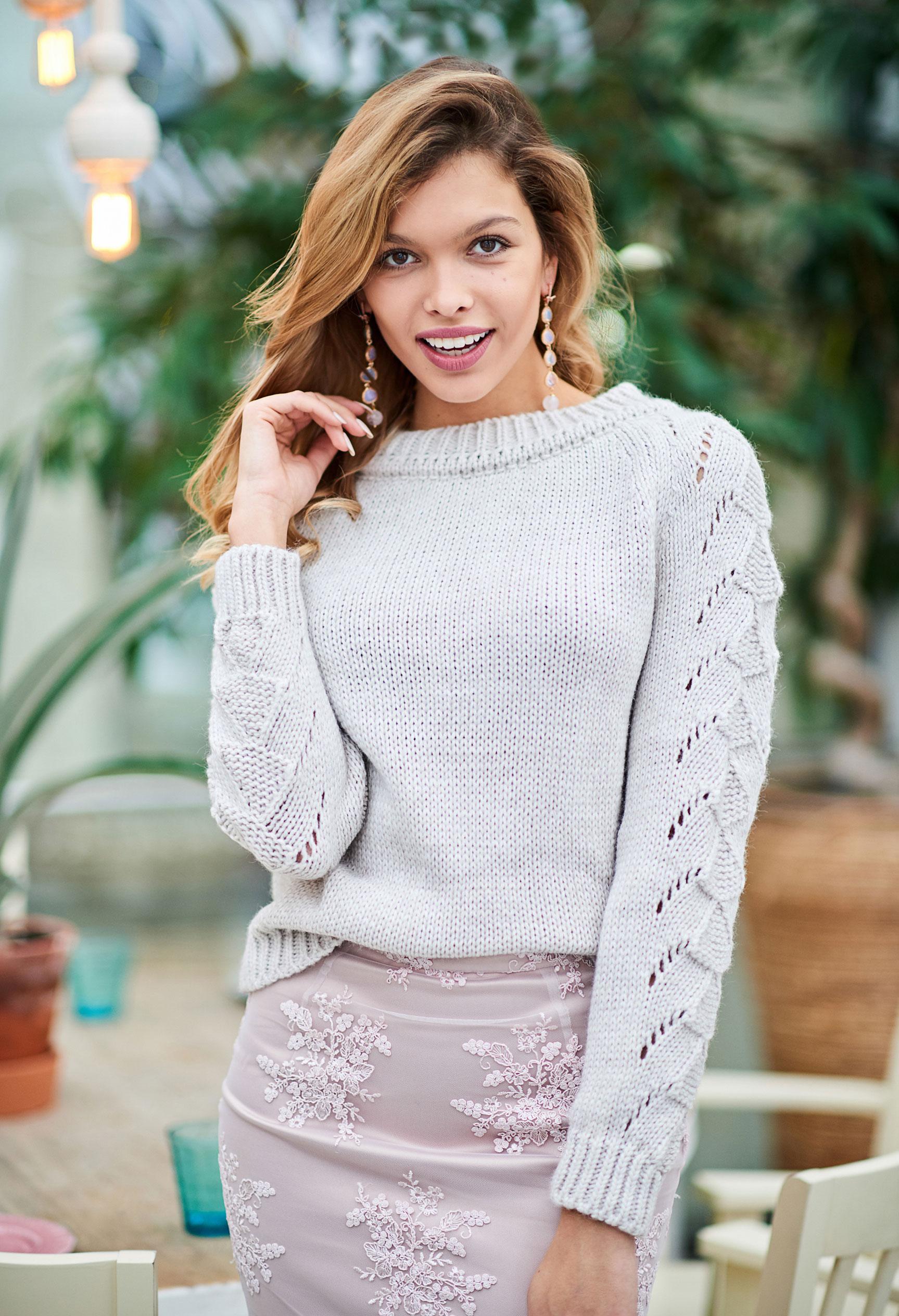 Анна Шорникова демонстрирует новогодние модели женской одежды модного бренда T-Skirt / фото 08