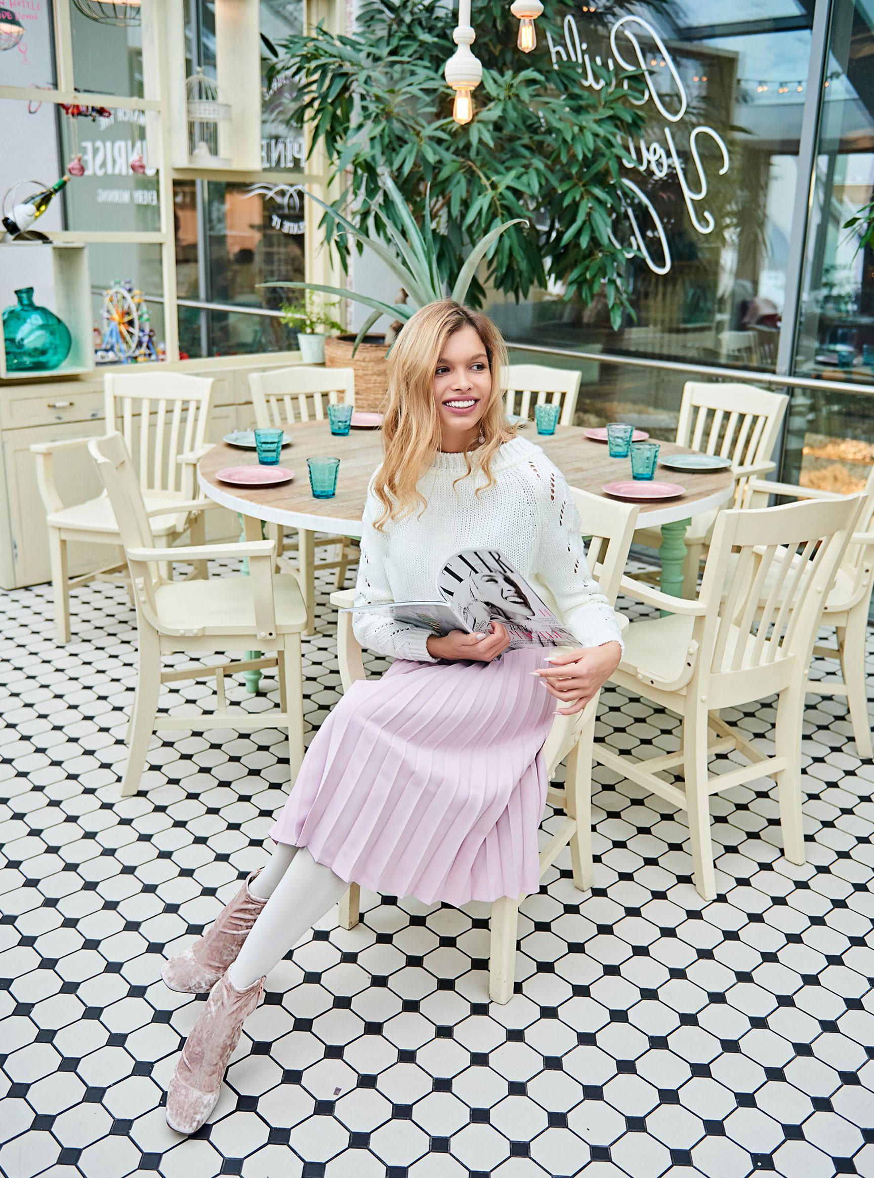 Анна Шорникова демонстрирует новогодние модели женской одежды модного бренда T-Skirt / фото 10