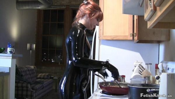 Fetishkitsch: Amy - Cooking Dinner (HD) - 2020
