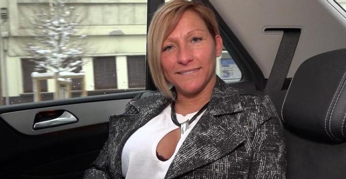 Laura - Laura, 41ans, responsable des achats (FullHD 1080p) - JacquieEtMichelTV/Indecentes-Voisines - [2020]
