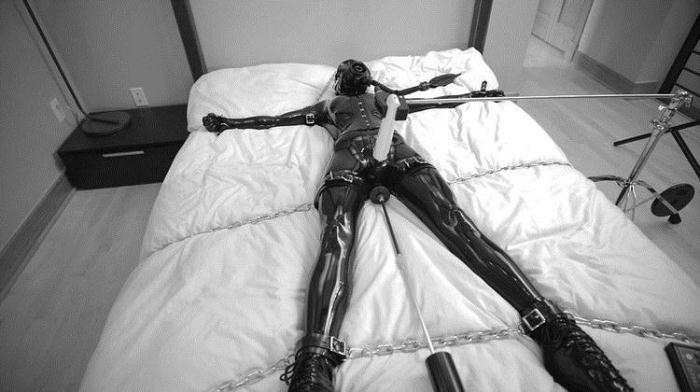 Unknown - Chained (FullHD 1080p) - Reflectivedesire - [2020]