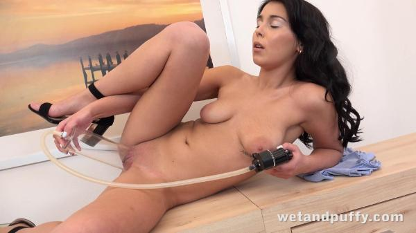 Wet And Puffy – Teana Teasing Teana