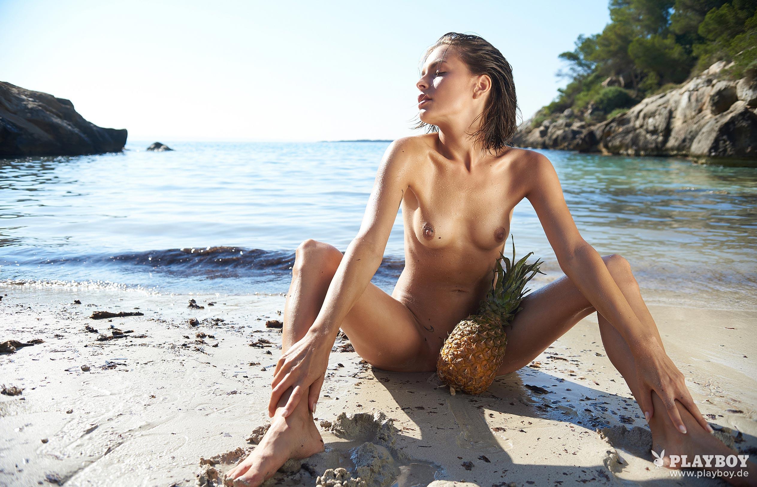 Оливия Пельцер - Девушка месяца Playboy Германия, сентябрь 2018 / фото 02