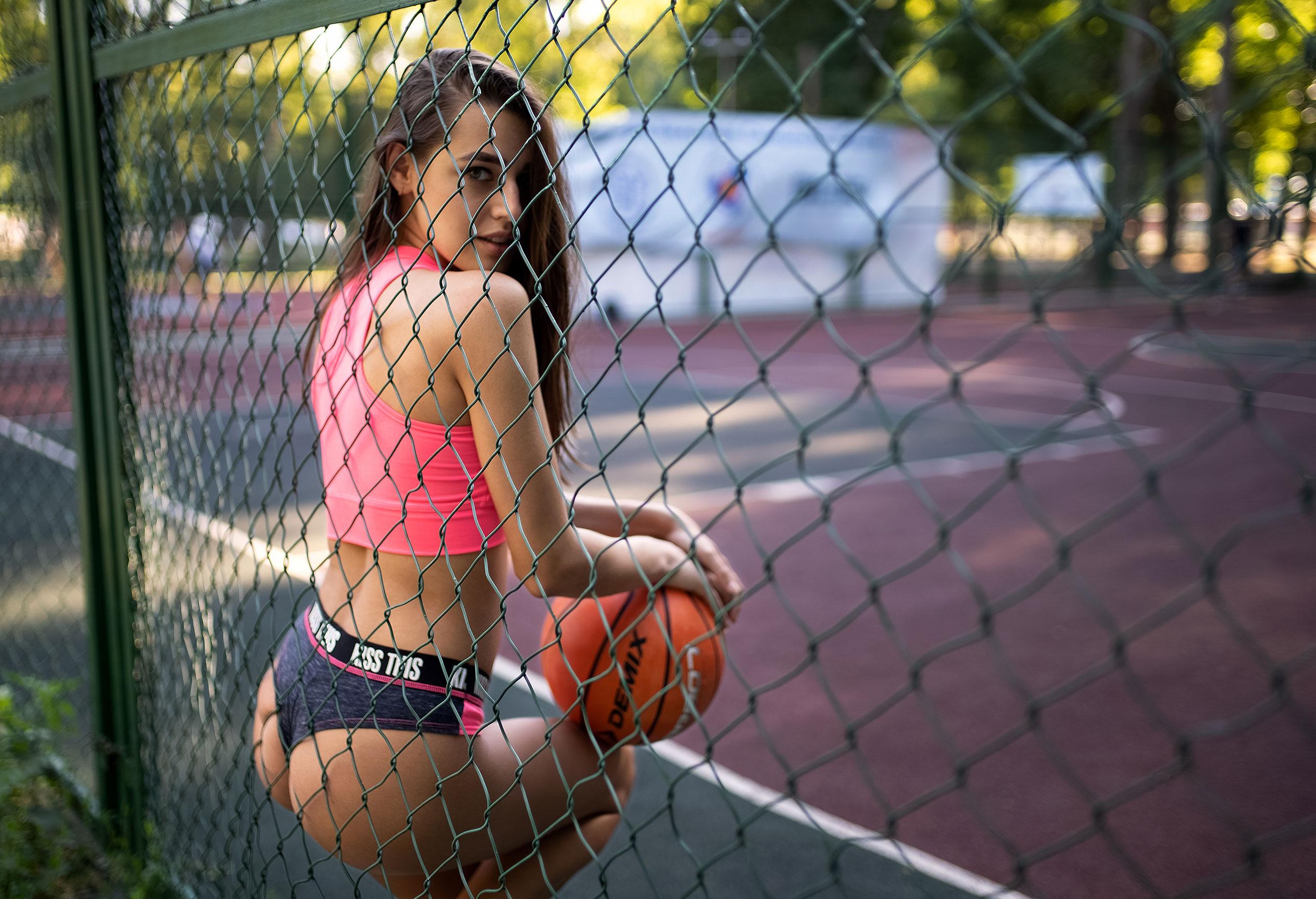 Алина Науменко на баскетбольной площадке / фото 02