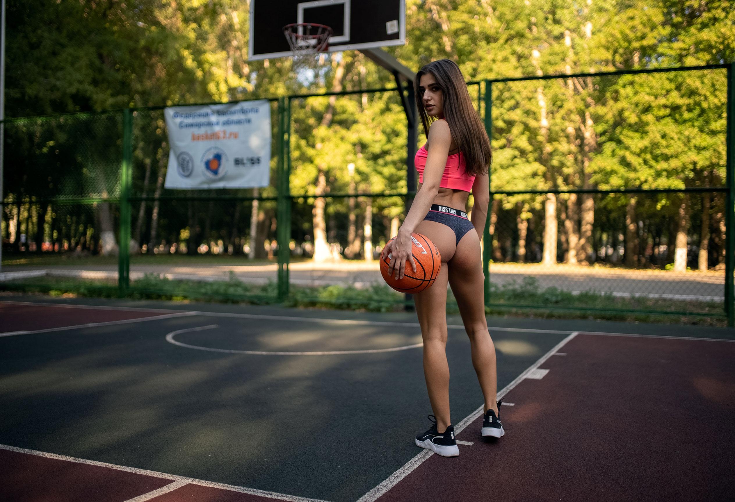 Алина Науменко на баскетбольной площадке / фото 05