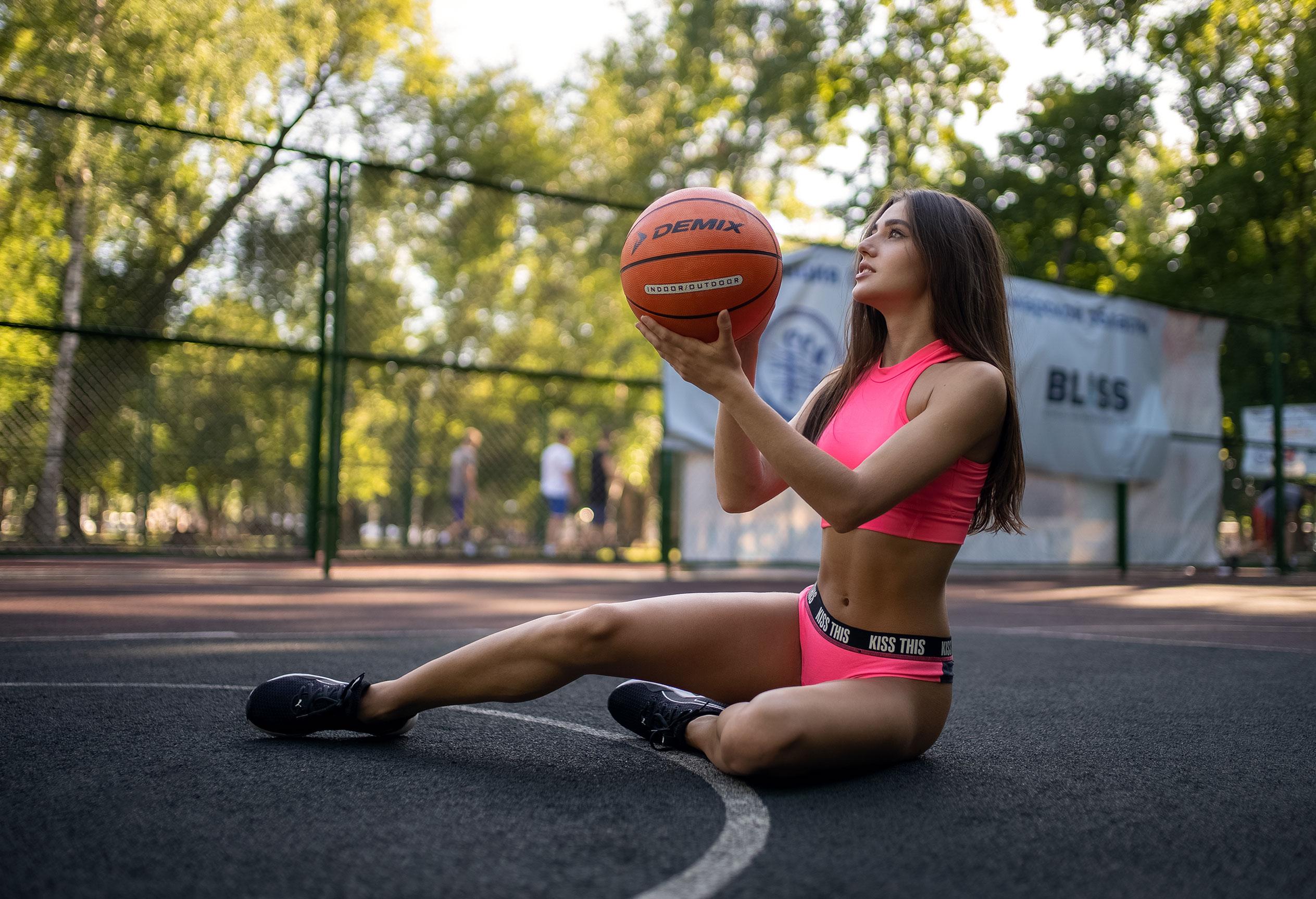 Алина Науменко на баскетбольной площадке / фото 07