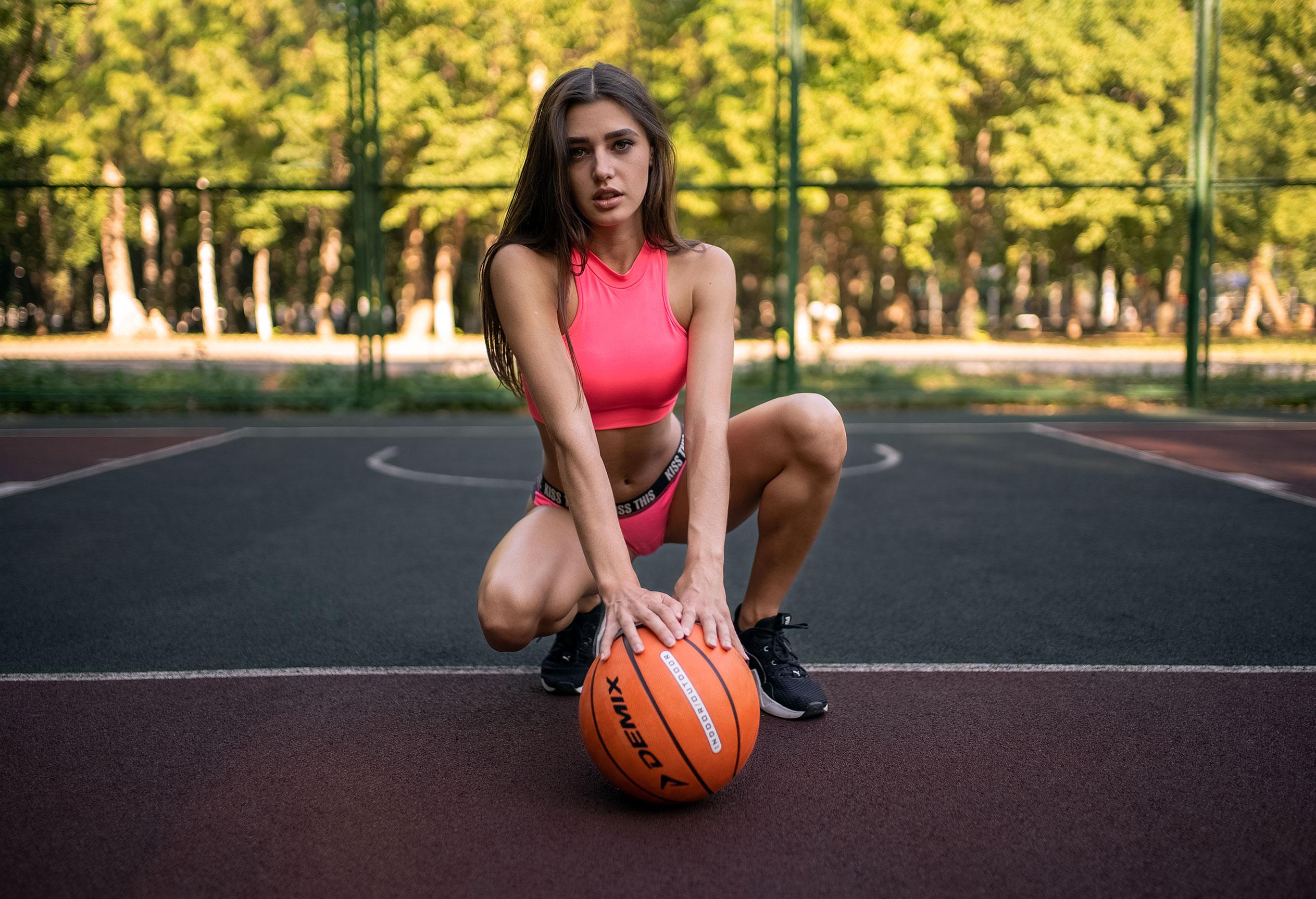 Алина Науменко на баскетбольной площадке / фото 08