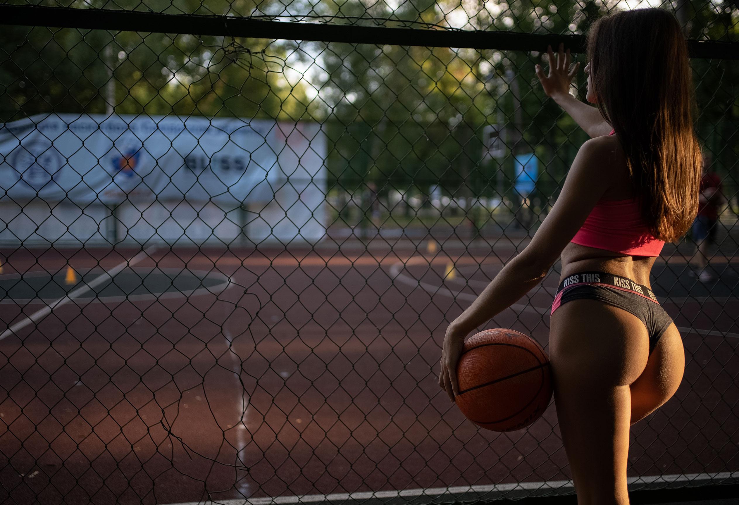 Алина Науменко на баскетбольной площадке / фото 10